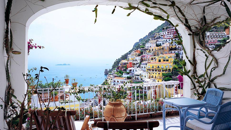Le sirenuse hotel view